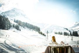 Bei einem Gläschen Champagner die Sonne genießen - Wellnesshotel Warther Hof