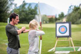 Aktivprogramm mit Bogenschießen im Hotel Schwarz