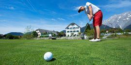 Golfplatz direkt vor dem Hotel Schwarz