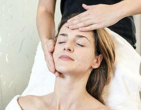 Gesichtsbehandlung Anti Akne