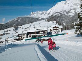 Skilift direkt vor dem Hotel Übergossene Alm