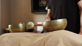 Massage au bol chantant