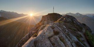 Bergseen und Gipfelkreuze