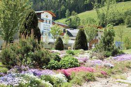 Entspannen im Garten - Deluxe Hotel & Spa Resort Alpenpalace