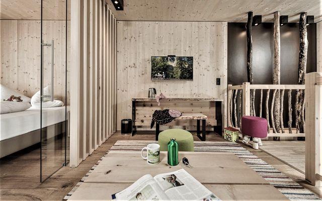 """""""69er"""" Baumhaus-Suite image 1 - Mia Alpina"""