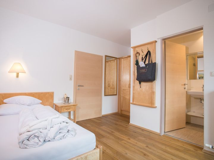Single room with balcony (in annex building)
