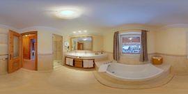 Hotel Post****superior Lermoos Badezimmer 360 view