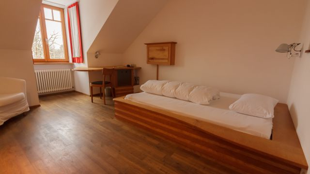 Single room (refurbished)