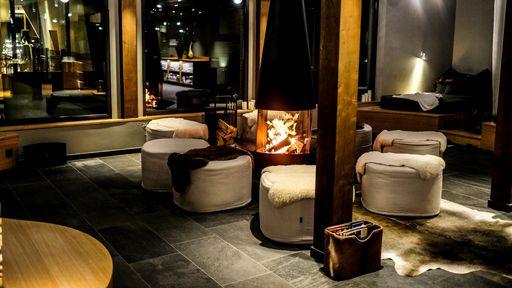 Für entspannte Stunden zu zweit | Ruhebereich Feuer-Lounge