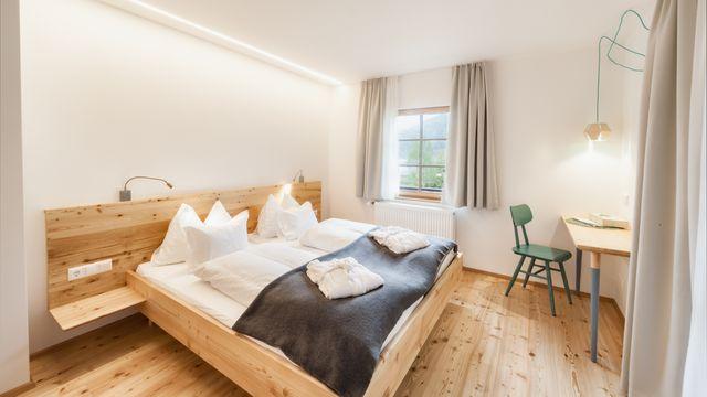 Doppelzimmer im Blockhaus mit Balkon und Seeblick Nr. 13