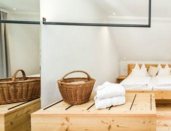 Doppelzimmer mit Balkon und Waldblick Nr. 10 im Haupthaus - Biohotel Gralhof