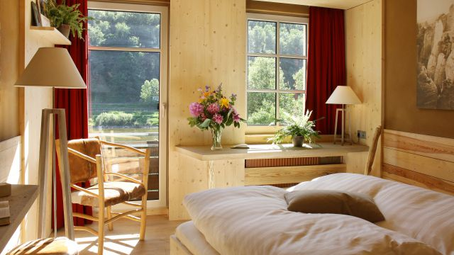 Double room with a view to the Elbe river