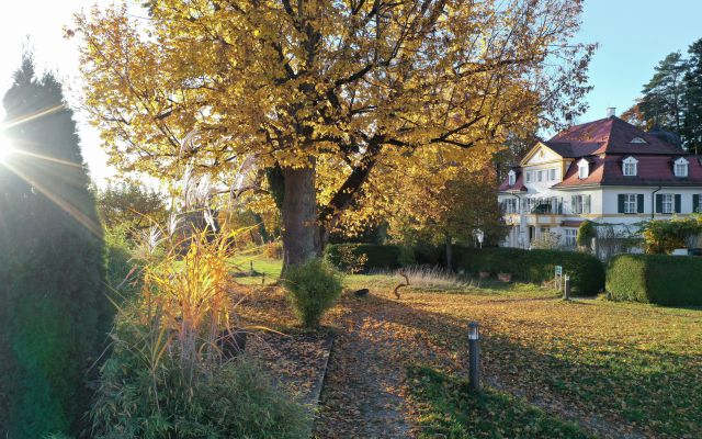 Biohotel & Schlossgut Oberambach im Herbst