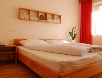 Bio-Doppelzimmer mit Balkon - Landhotel Anna & Reiterhof Vill