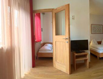 Bio-Mehrbettzimmer mit Balkon - Landhotel Anna & Reiterhof Vill