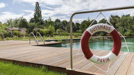 Biohotel Parin Urlaub Auszeit Schwimmbad Schwimmen
