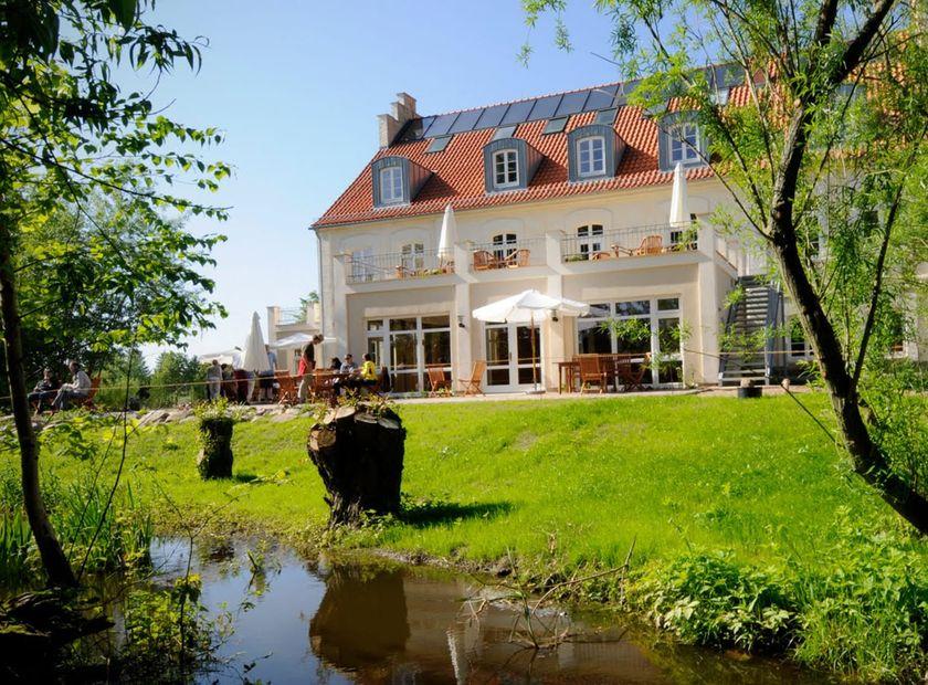 Biohotel Gutshaus Parin: Außenansicht - Hotel Gutshaus Parin, Parin, Mecklenburg-Vorpommern, Deutschland
