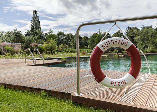 biohotel gutshaus parin schwimmbad - Hotel Gutshaus Parin