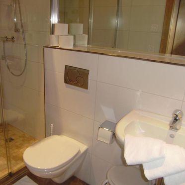 Almhütte Kniegut, Badezimmer
