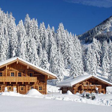 Tiefenbachalm, Tiefenbachalm und Untertiefenbachhütte im Winter