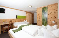 Biohotel Stillebach: Zirben Dreibett-Zimmer - Biohotel Stillebach, St. Leonhard im Pitztal, Tirol, Österreich