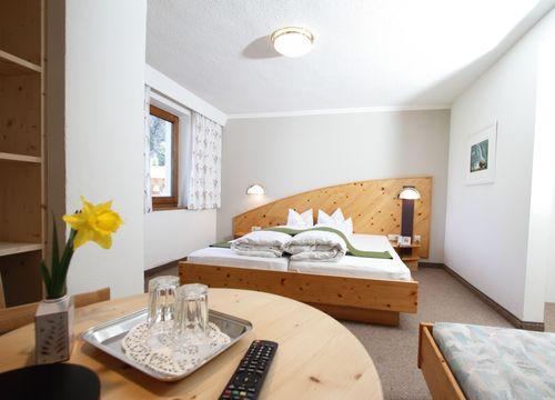 Biohotel Stillebach Zimmer Föhren Dreibettzimmer (1/1) - Biohotel Stillebach