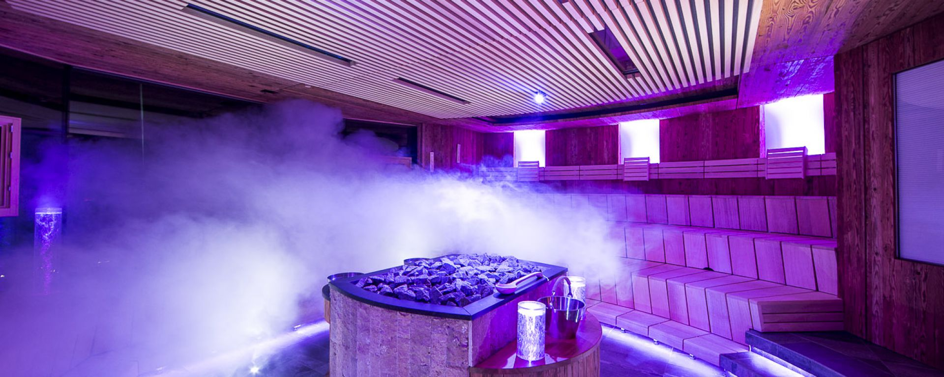See-Event-Sauna mit Nebel- und Sprühregenfunktion, Leinwand und Hightech-Musikanlage.jpg