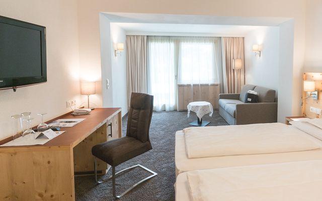 Symbolfoto Zimmer Hotel Mein Almhof Nauders EZ DZ 5389.jpg