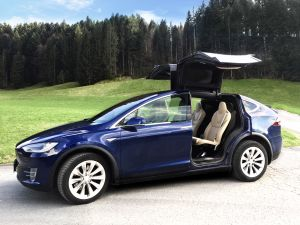 Erlebnis E-Mobility: Tesla & Co