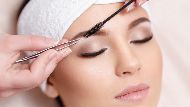 Eyebrow tinting & shaping