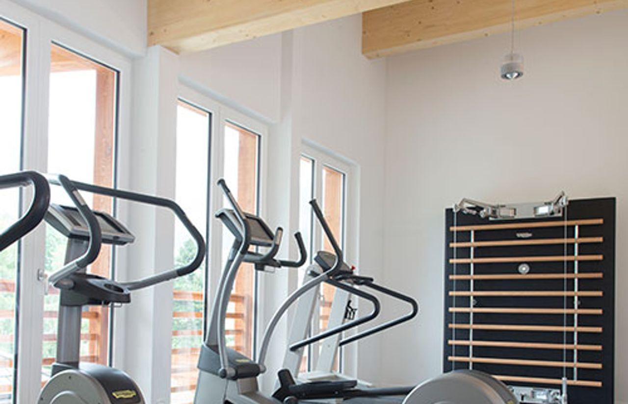 Familienhotel_Dolomit_Family_Resort_Alpenhof_Fitnessraum.jpg