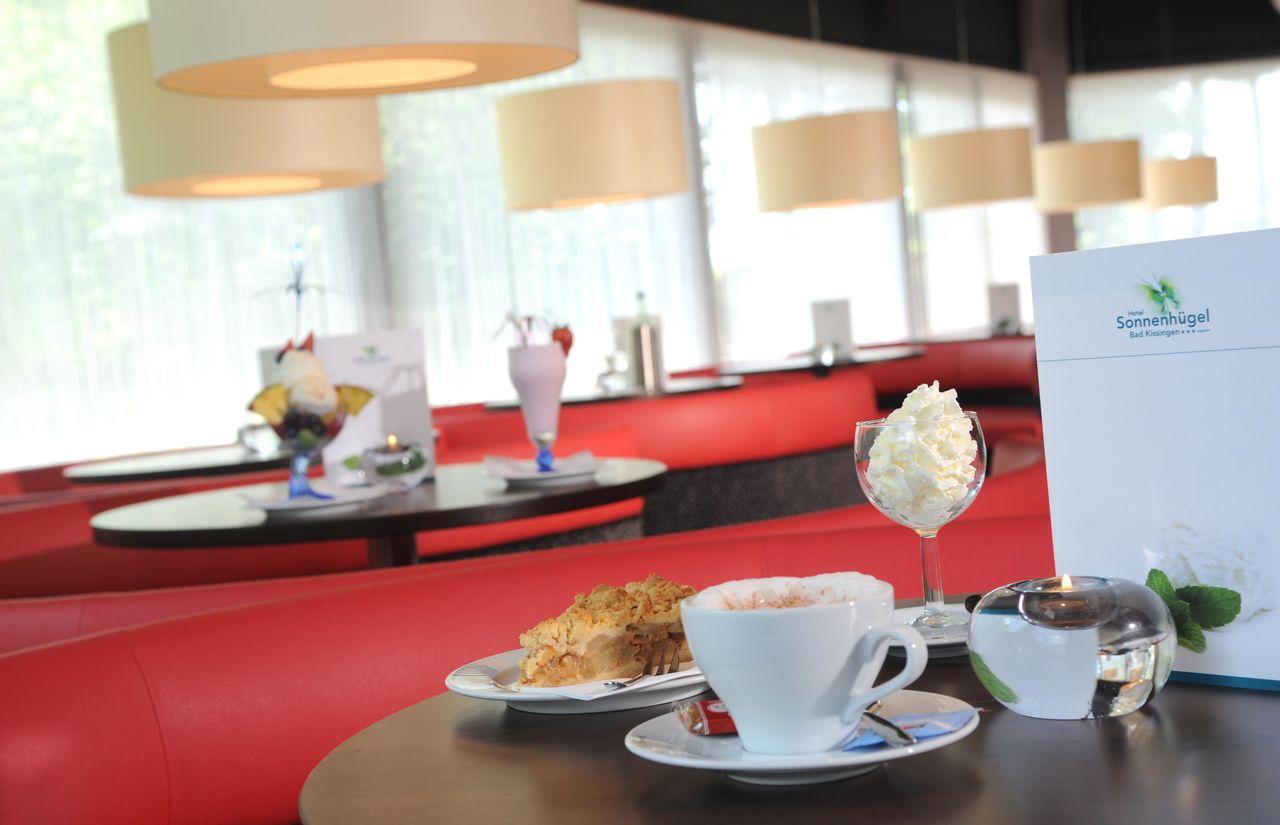 Café Piazzetta Hotel Sonnenhuegel.JPG