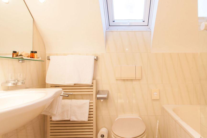 Badezimmer Romantik Doppelzimmer im Hotel Zur Sonne