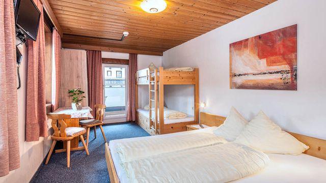 "Familienzimmer ""Heidi"" - 1 Raum im Hotel Stefan | 20 qm"
