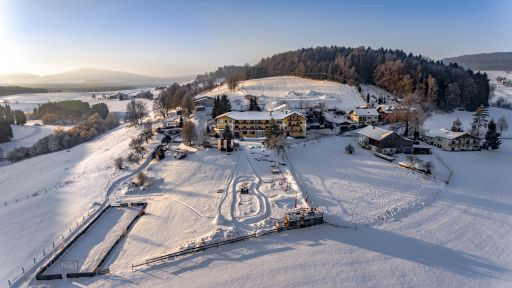 Genießen Sie die winterliche Atmosphäre im Familotel Landhaus zur Ohe!