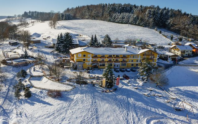 Familotel-Landhaus-zur-Ohe_Winter-3.jpg