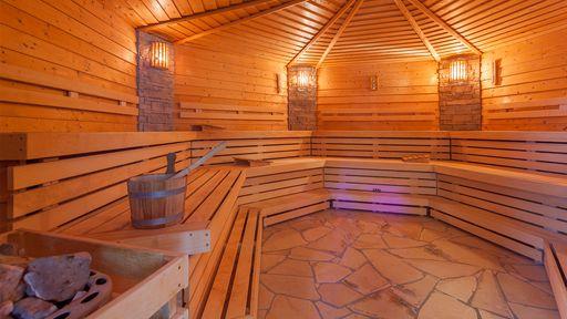 Genießen Sie die Ruhe und entspannen Sie in unser Saunalandschaft.