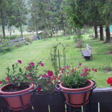 Romantik Hütte, Aussicht in den Garten