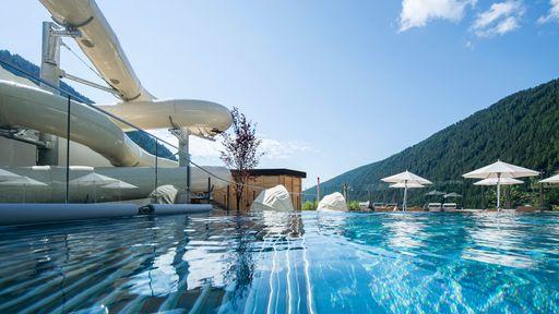 Coole Erlebnisse bietet die Wasser- & Wellnesswelt im Familotel Huber.