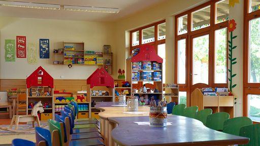 Unsere ausgebildeten Kinderbetreuer bieten täglich 8 Stunden Betreuung für Kinder ab 3 Jahren.