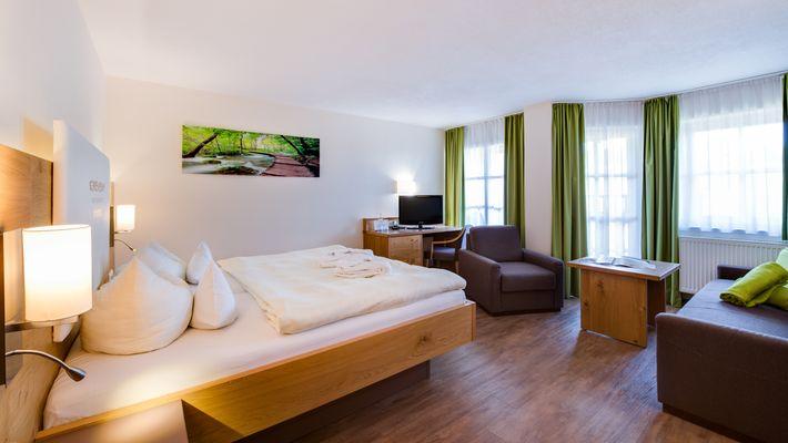 """Hotel Zimmer: Family-Suite """"Schreinerhof"""" Mansarde - Schreinerhof in Schönberg"""