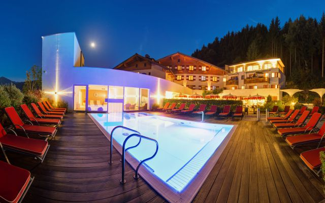 2228-hotel-winter-skifahrer-gondel-amiamo-kinderhotel-2018-07-13-ORG.jpg