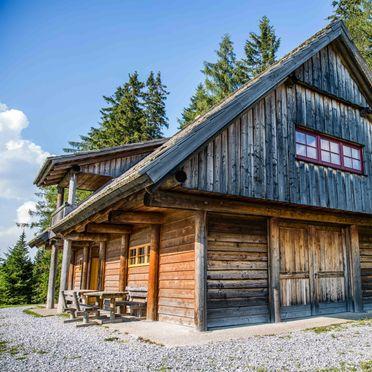 Gregor Peter Hütte, summer
