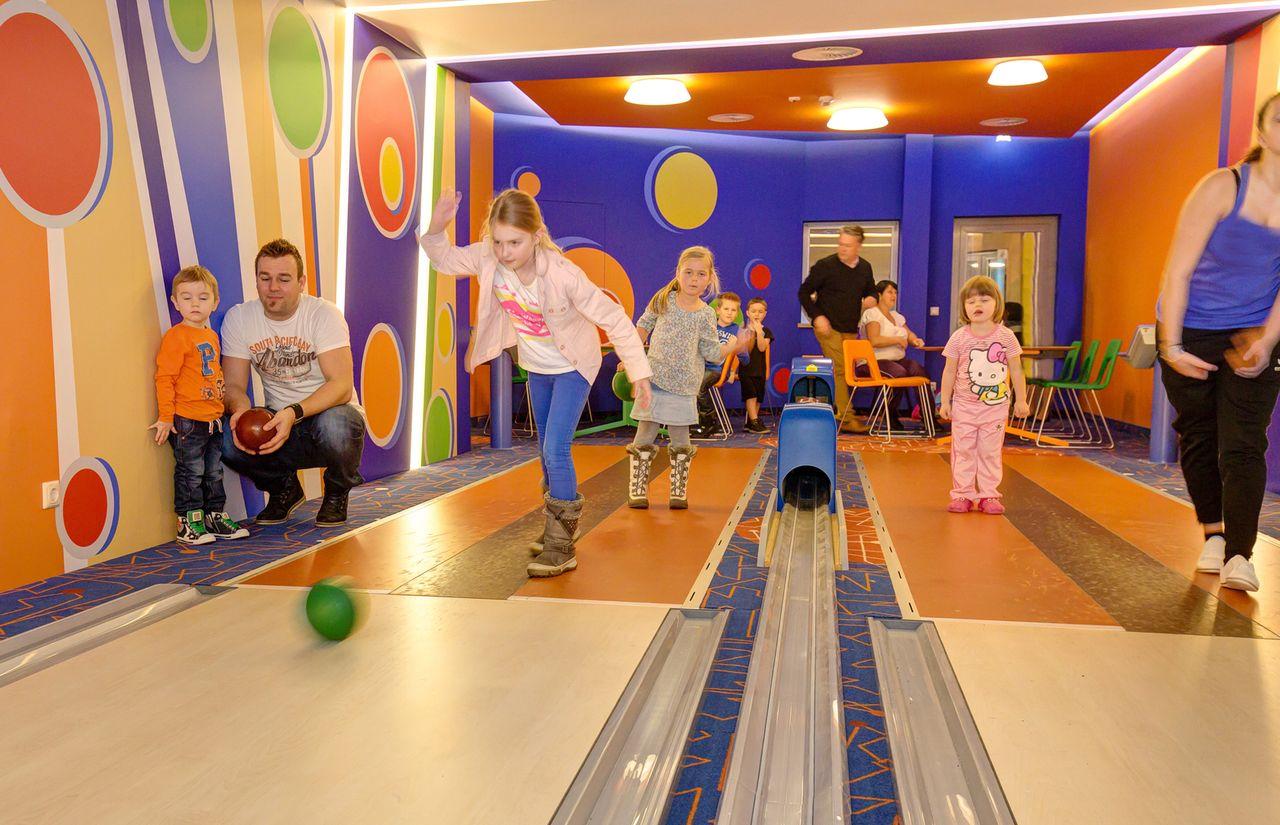 IMP_Familienhotel_Aigo_Familien_Sportresort_Kegelbahn.jpg