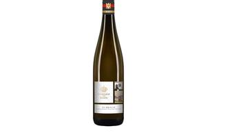 Eine Flasche Durbacher Riesling (Weingut Heinrich Männle) zur Anreise aufs Zimmer.