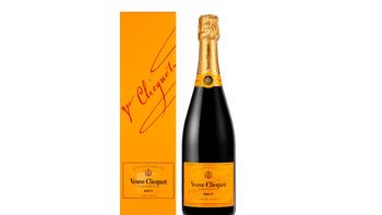 Eine Flasche Champagner zur Anreise aufs Zimmer.