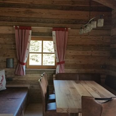 Eibingalm, Wohnstube und Esstisch
