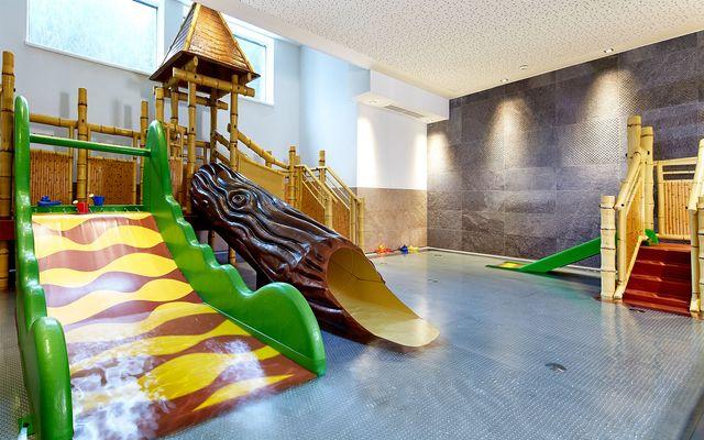 Familienhotel_Habachklause_Indoorpool.jpg
