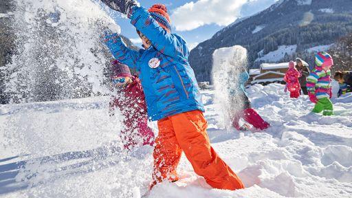 Skifahren am Kitzsteinhorn-Gletscher auf 3.000 m über dem Meer.