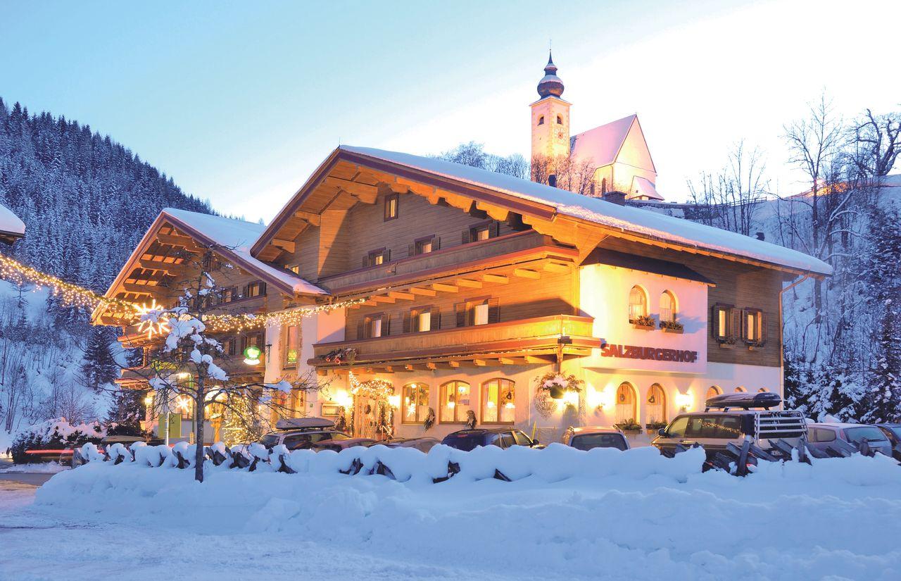 Das Familienhotel Salzburger Hof am Abend